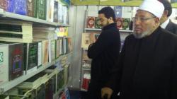زيارة الدكتور يوسف القرضاوي لجناح دار الشروق