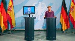 Montaje fotográfico de la rueda de prensa de Rajoy y Merkel publicado por @Arma_pollo
