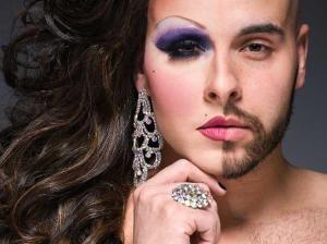 Ángel, protagonista principal que trabaja como drag queen