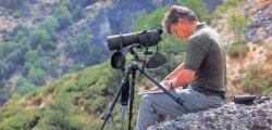 Juan Varela, autor de las pinturas e ilustraciones y del texto sobre Arte de la Naturaleza, es Biólogo y artista.