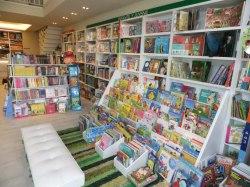 Sección infantil y juvenil de la Librería Biblos