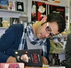 Firmando en la Feria Internacional del Libro El Cairo 2014