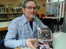 Durante la entrevista en la Biblioteca Pública Municipal de Almoradí