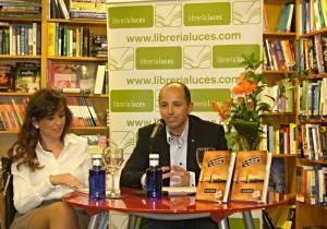 Alberto Doblas en la presentación de su libro.
