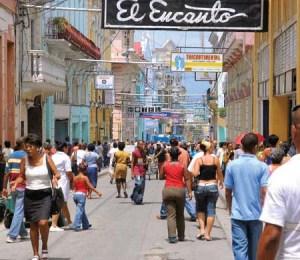 Calle Las Enramadas, la más famosa de Santiago de Cuba. De santiagoenmi.wordpress.com