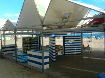 Biblioplaya de la playa de Levante en Benidorm